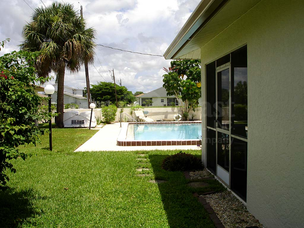 Caribbean Breeze Community Pool
