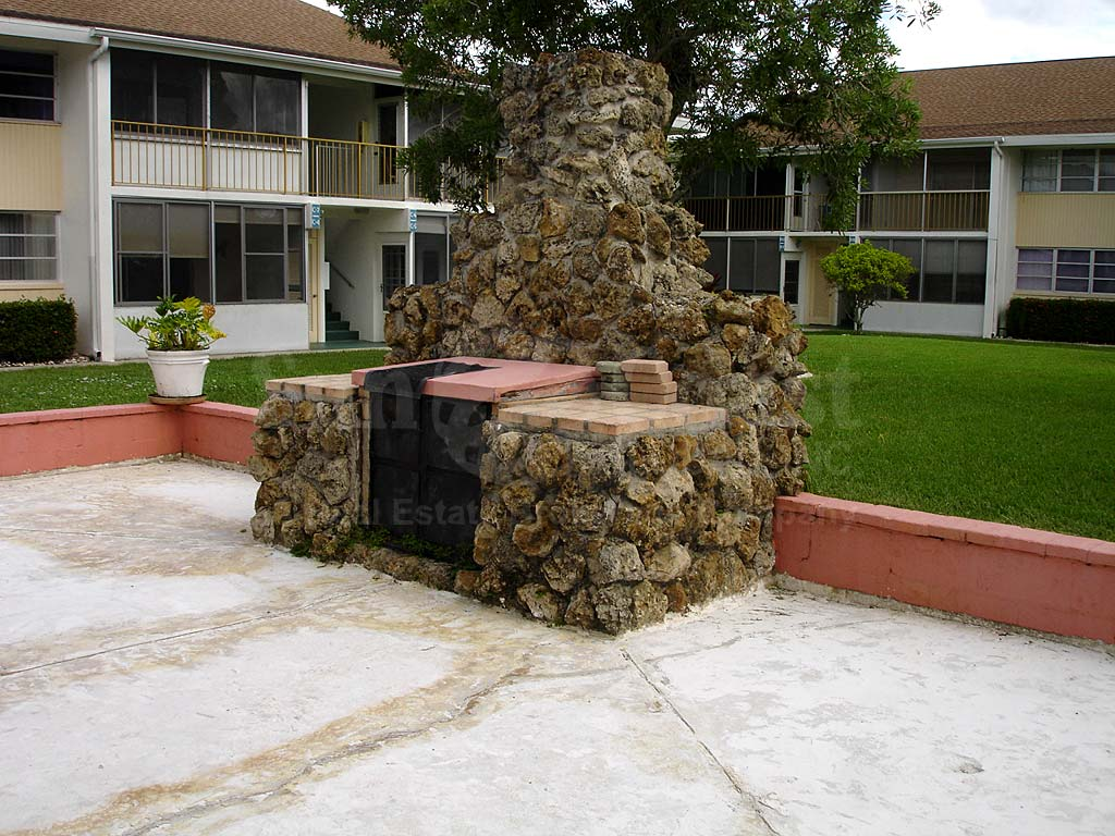 Country Club Estates Fire Pit
