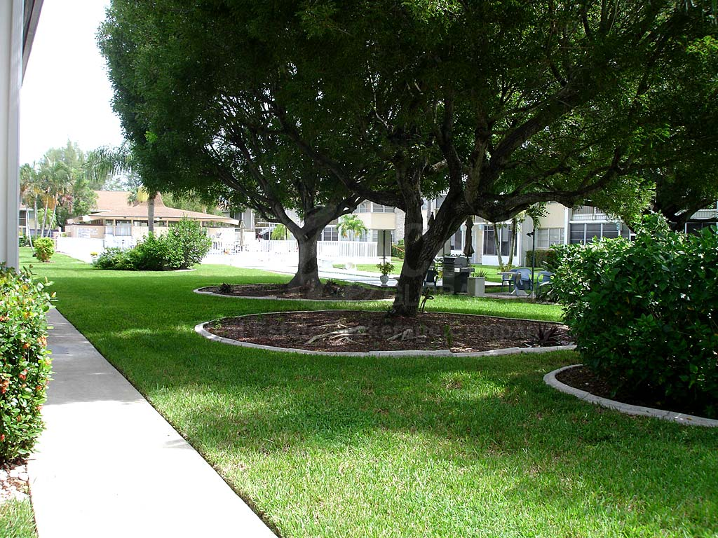 Country Club Estates Walkway