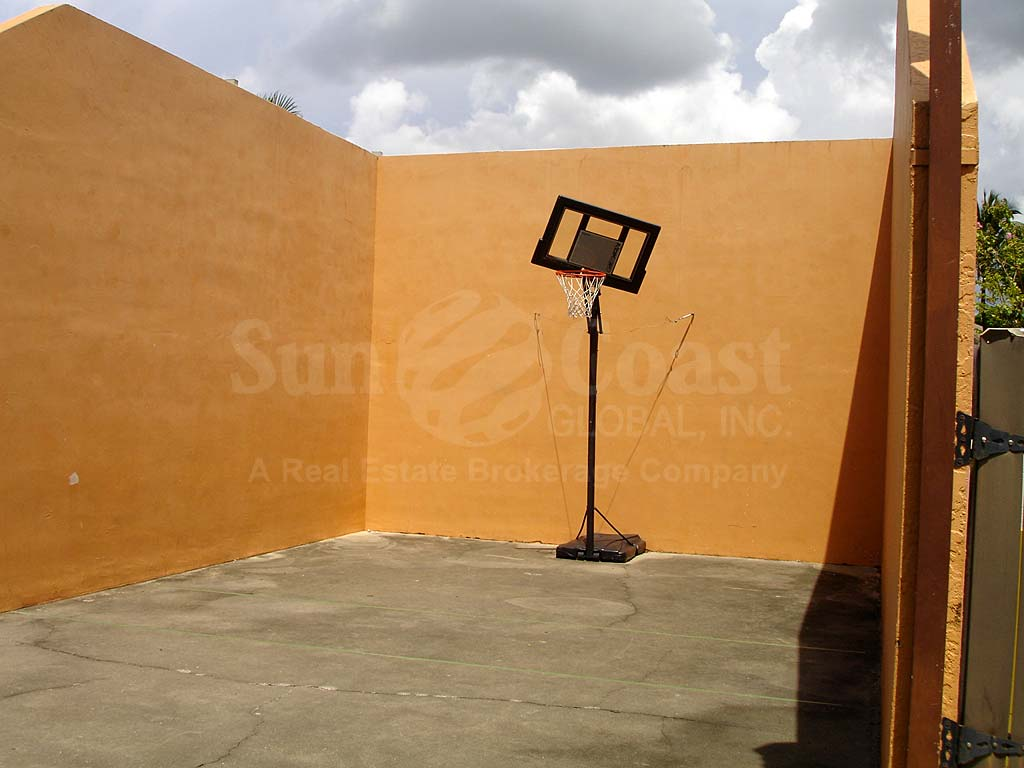 Courtyards South Basketball Hoop