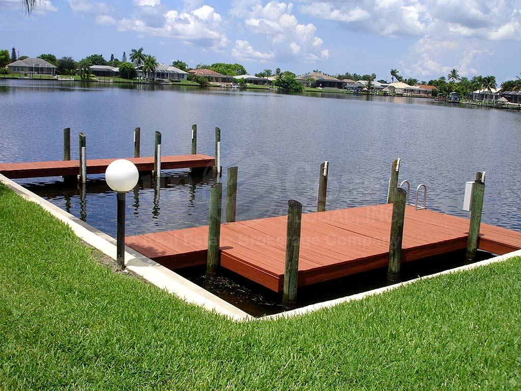 Manatee Cove Boat Docks