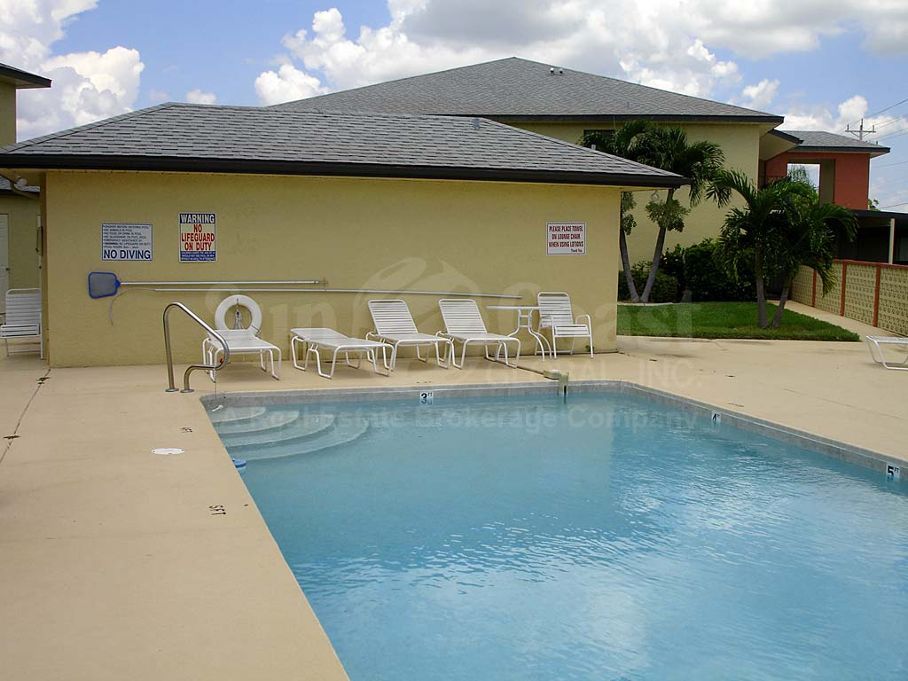 Manatee Cove Community Pool