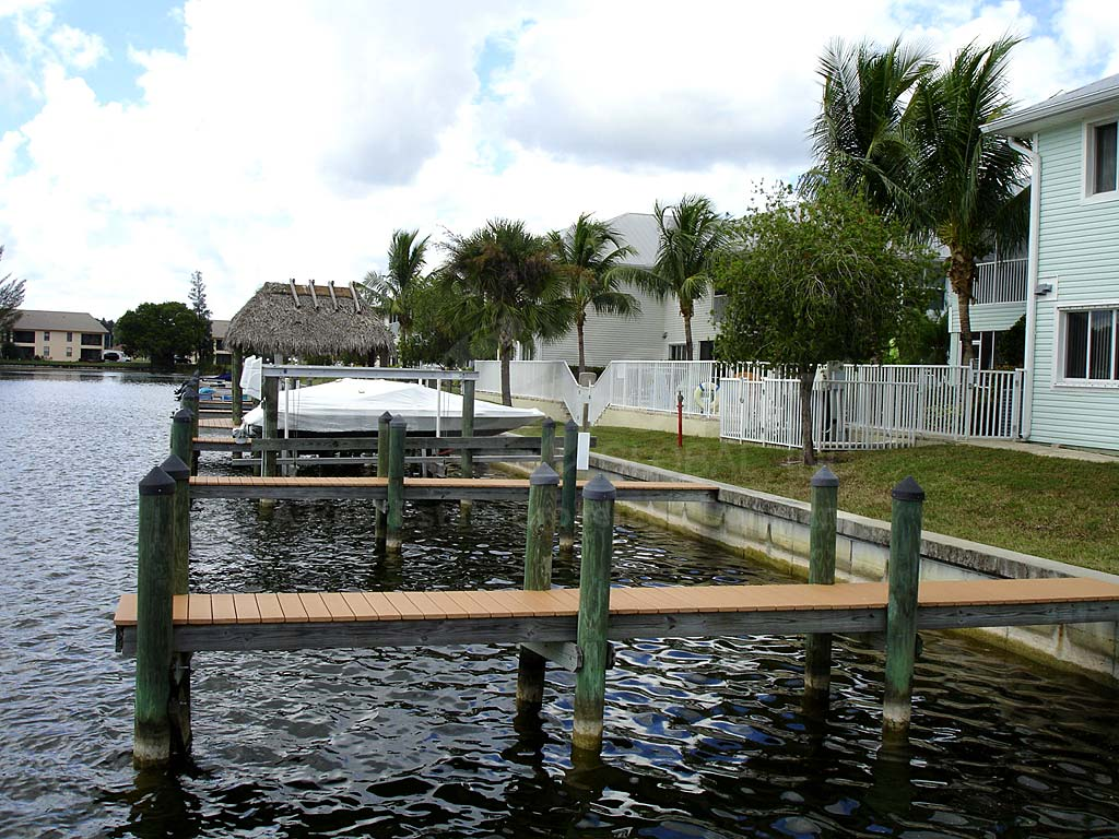 Mandalay Cove Boat Docks