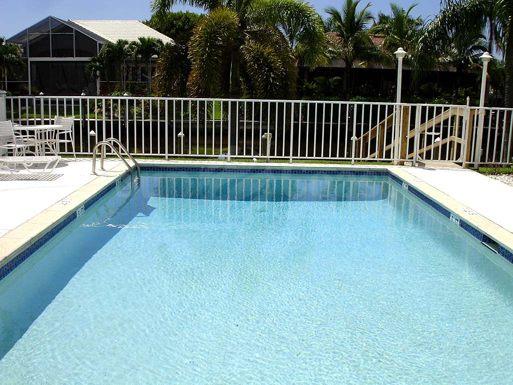 Searay Community Pool