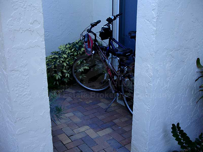 Villa Grande I Bike Storage