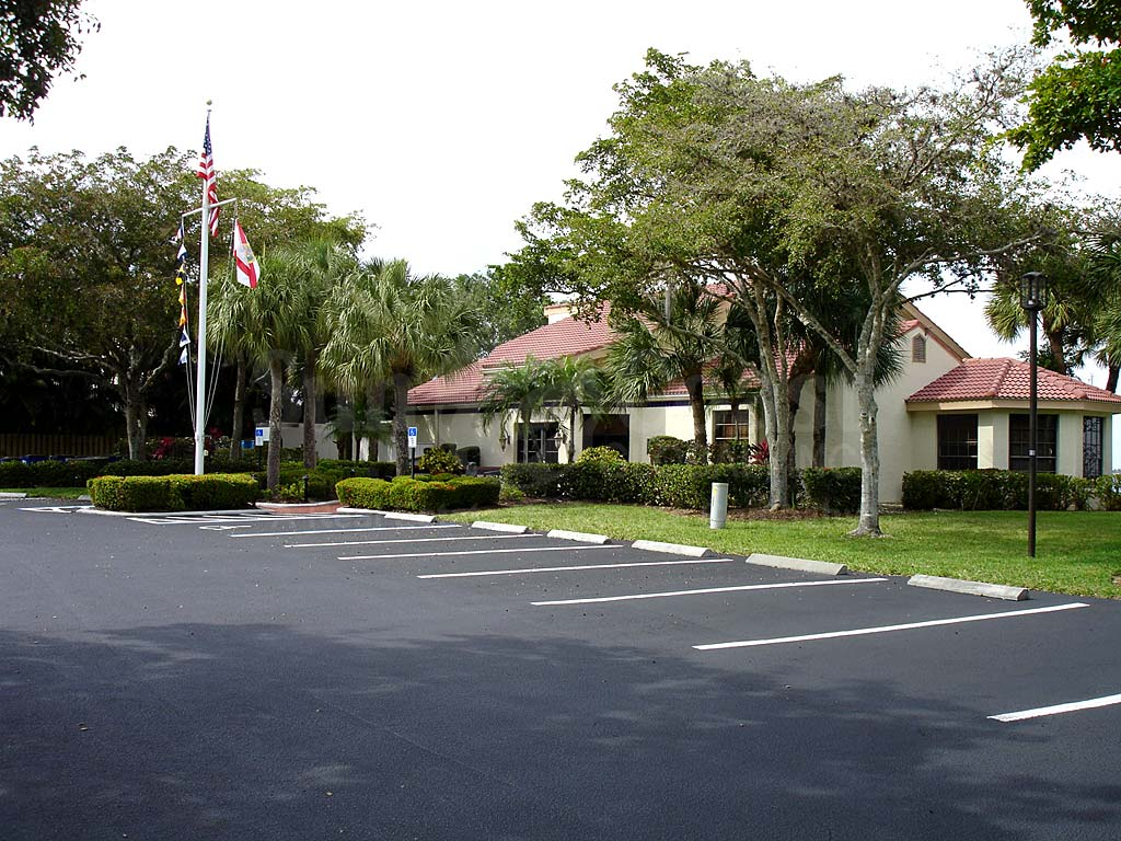 Caloosa Yacht And Racquet Club Uncovered Parking