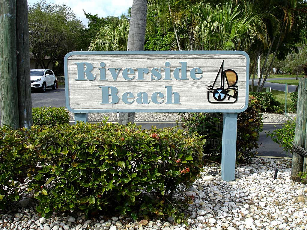 Riverside Beach Signage