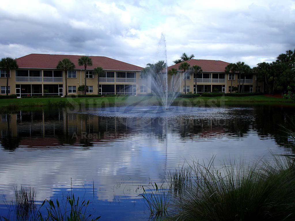 Moody River Coach Homes Fountain