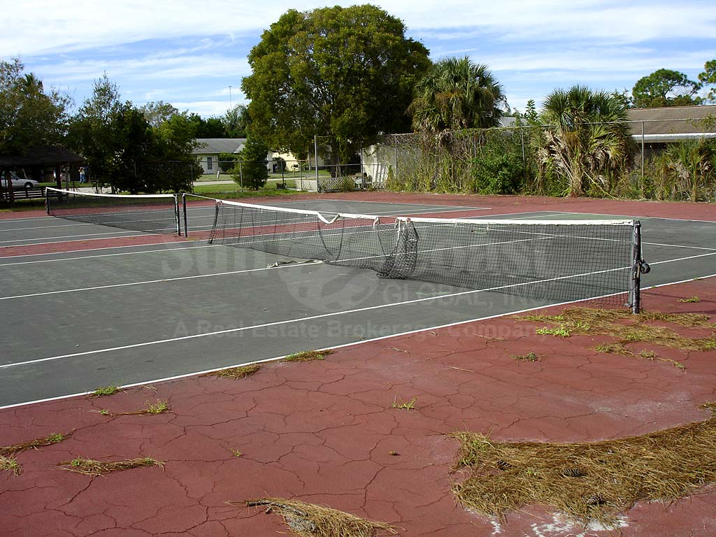 Foxmoor Condominium Tennis Courts