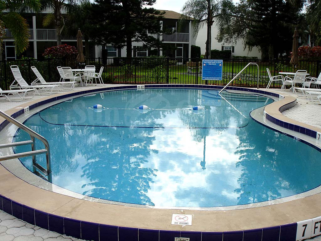Foxmoor Condominium Community Pool