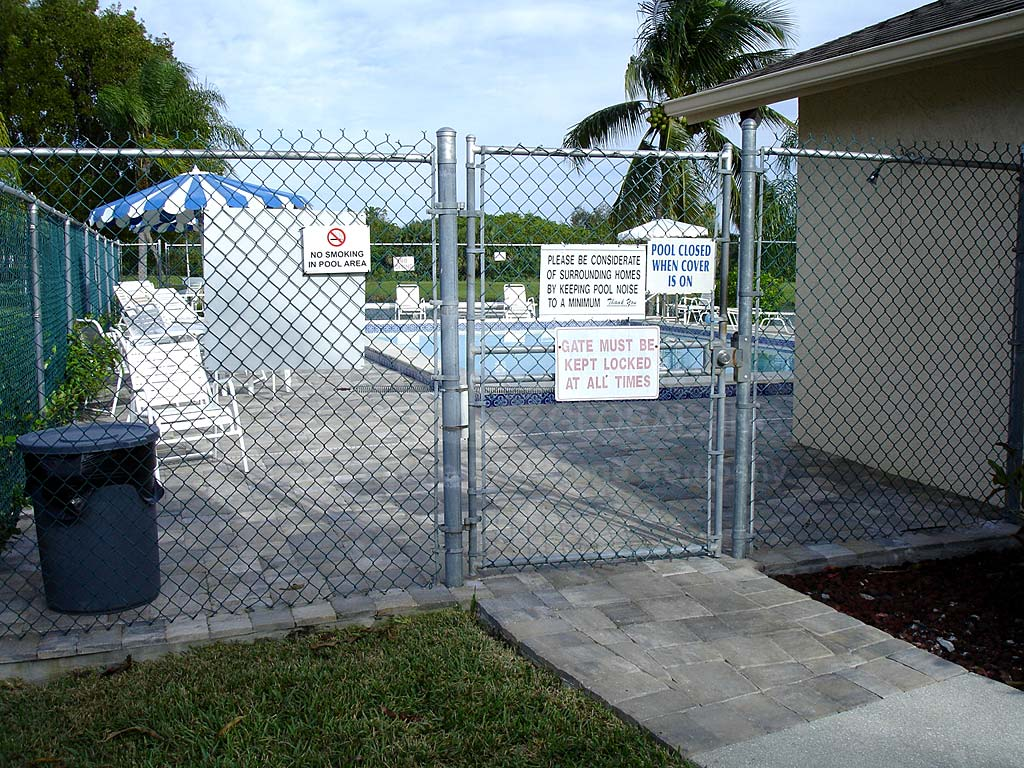 Foxmoor Lakes Community Pool Safety Fence