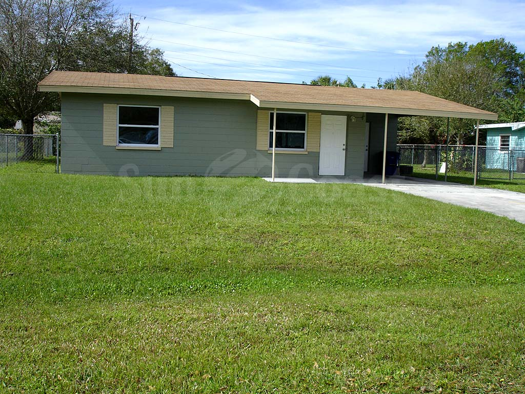 North fort myers riverside single family homes new or for Modern single family homes