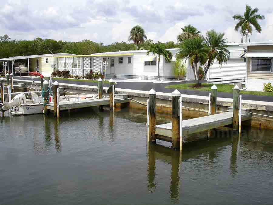 RIVERBEND MOBILE HOME PARK Docks