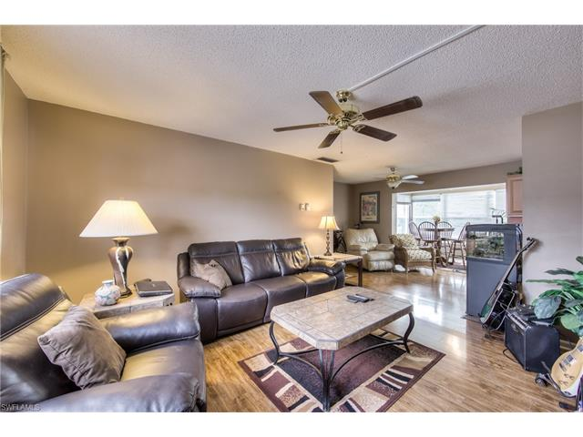 Updated 2 Bedroom Bath 2nd Floor Unit Located In The Heart Of Fort Myers Near Airport Schools Theater Restaurants Shopping And