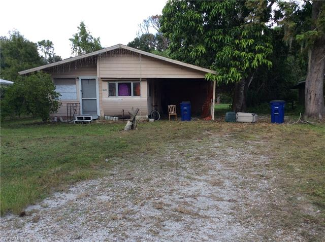NORTH FORT MYERS (PRAIRIE PINES PRESERVE AREA) MOBILE HOMES (NO HOA